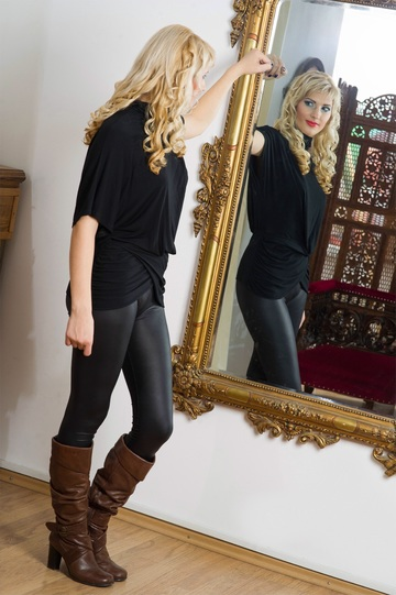 person-woman-looking-model-reflection-clothing-602928-pxhere.com.jpg