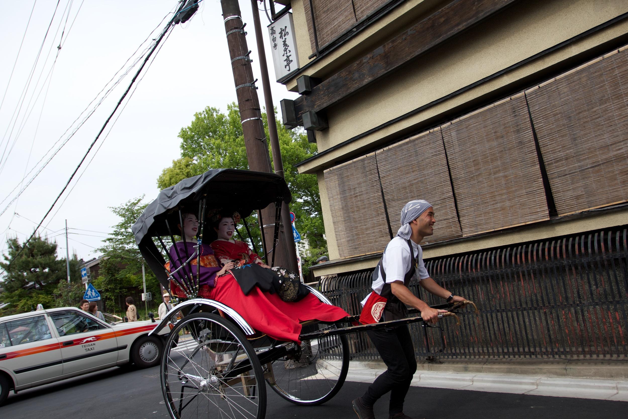 Rikshaw Geisha, Kyoto.jpg