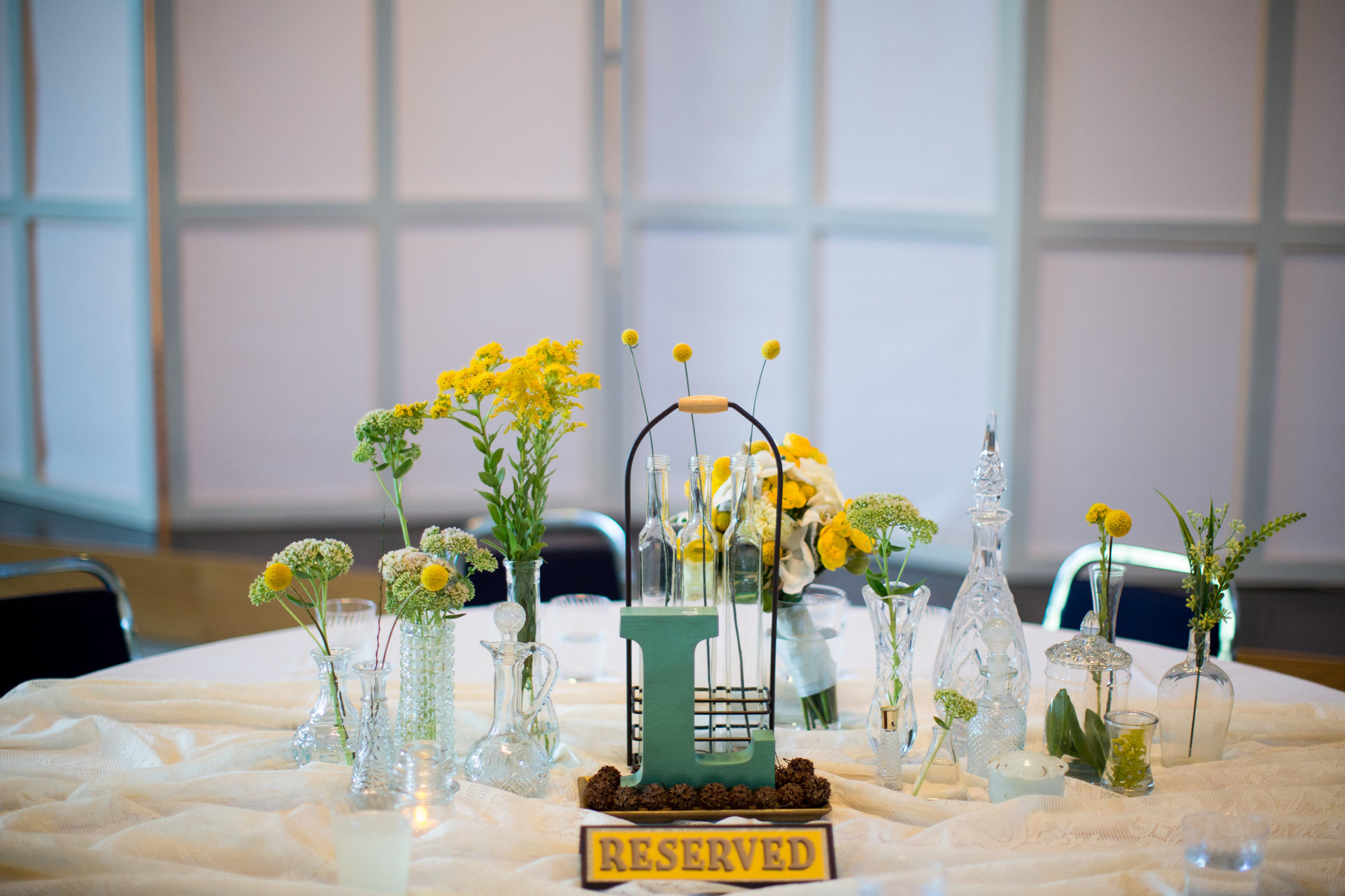 iowa-venue-fort-dodge-first-presbyterian-church-reception-rustic-country-lace-yellow-billy-balls-teal-vintage-glass-centerpieces