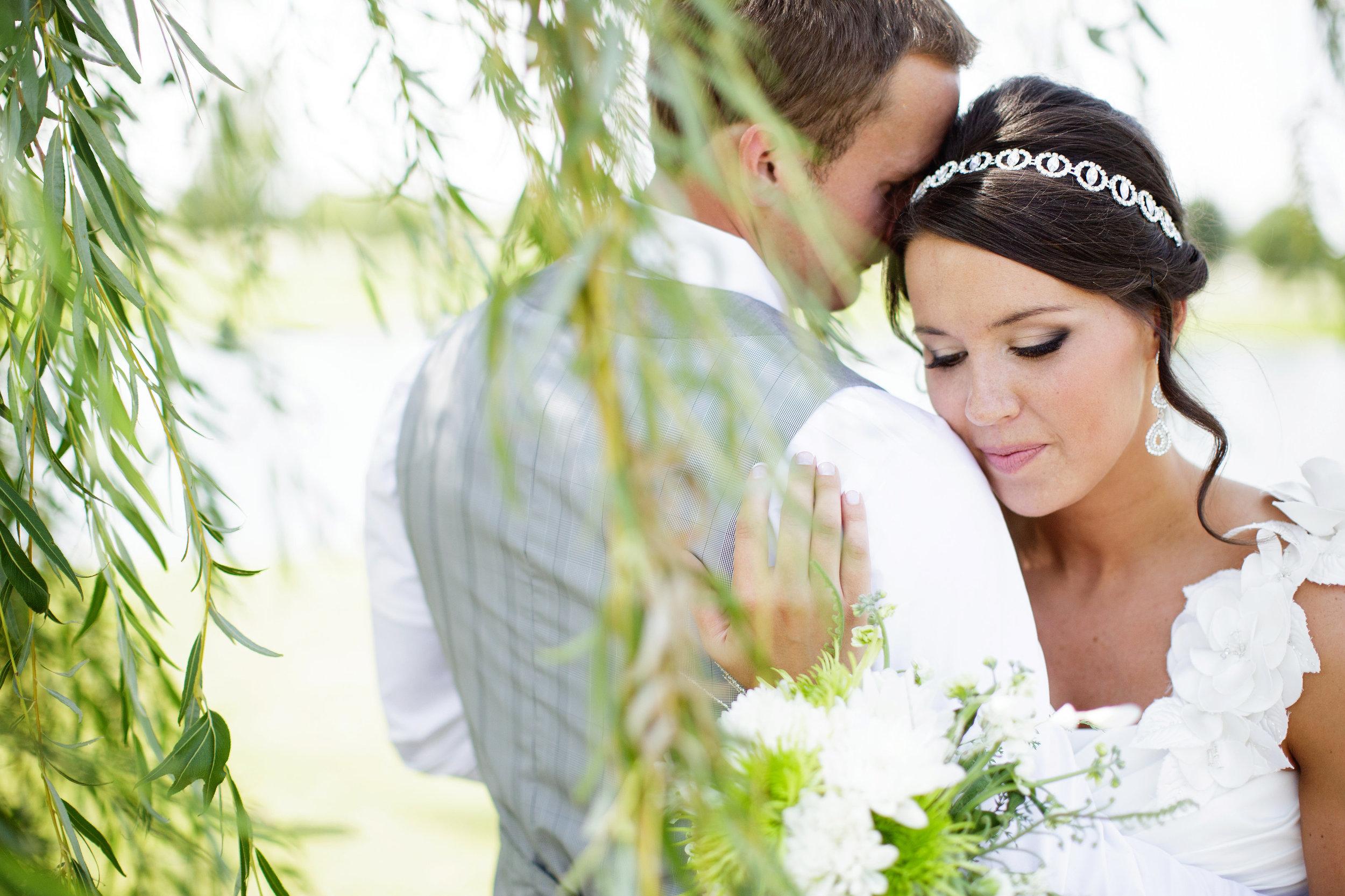 omaha-venue-the-living-room-white-black-downtown-wedding