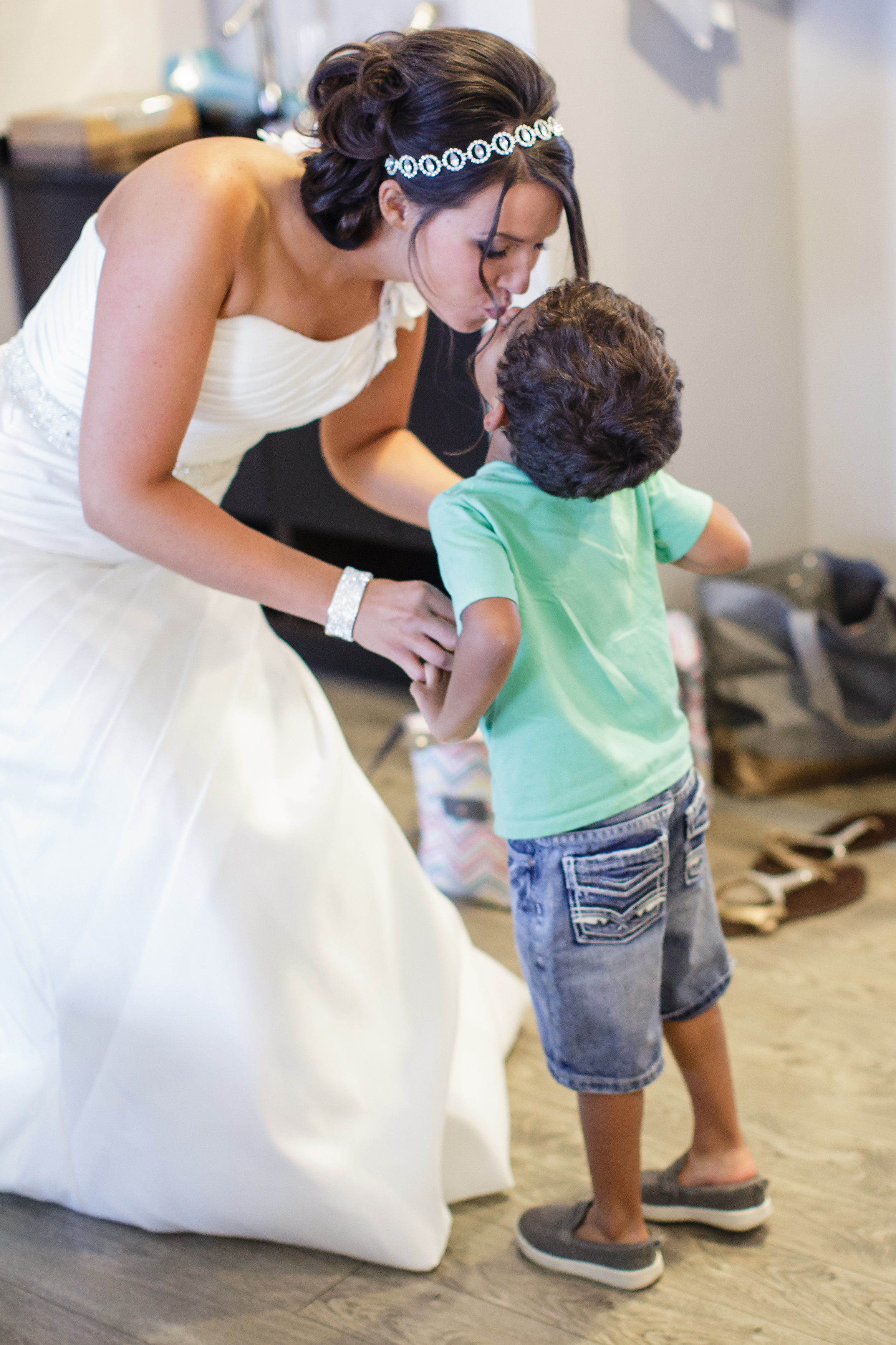 mom-son-omaha-venue-the-living-room-white-black-downtown-wedding