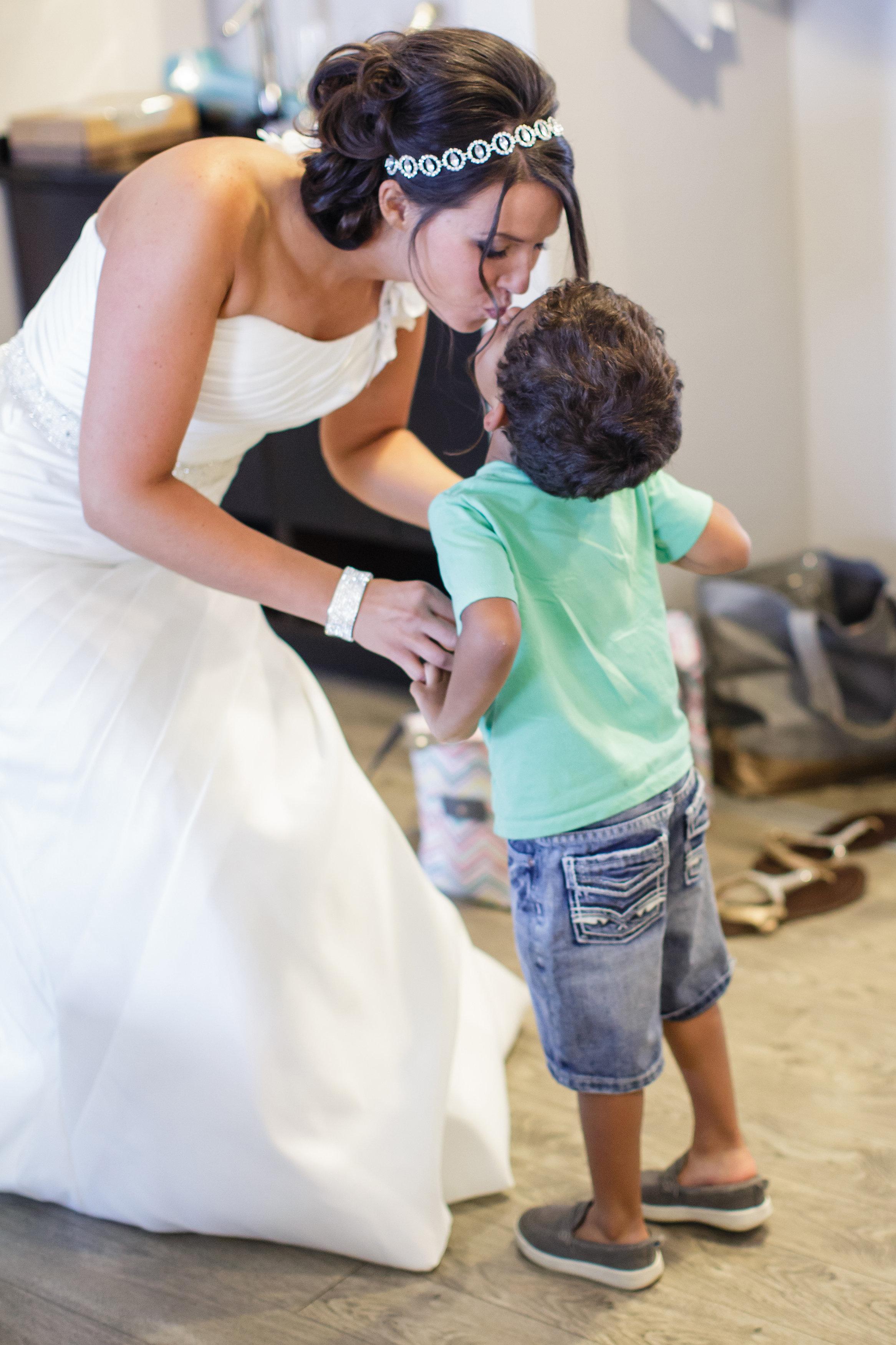 mom-son-omaha-venue-the-living-room-white-black-downtown-wedding