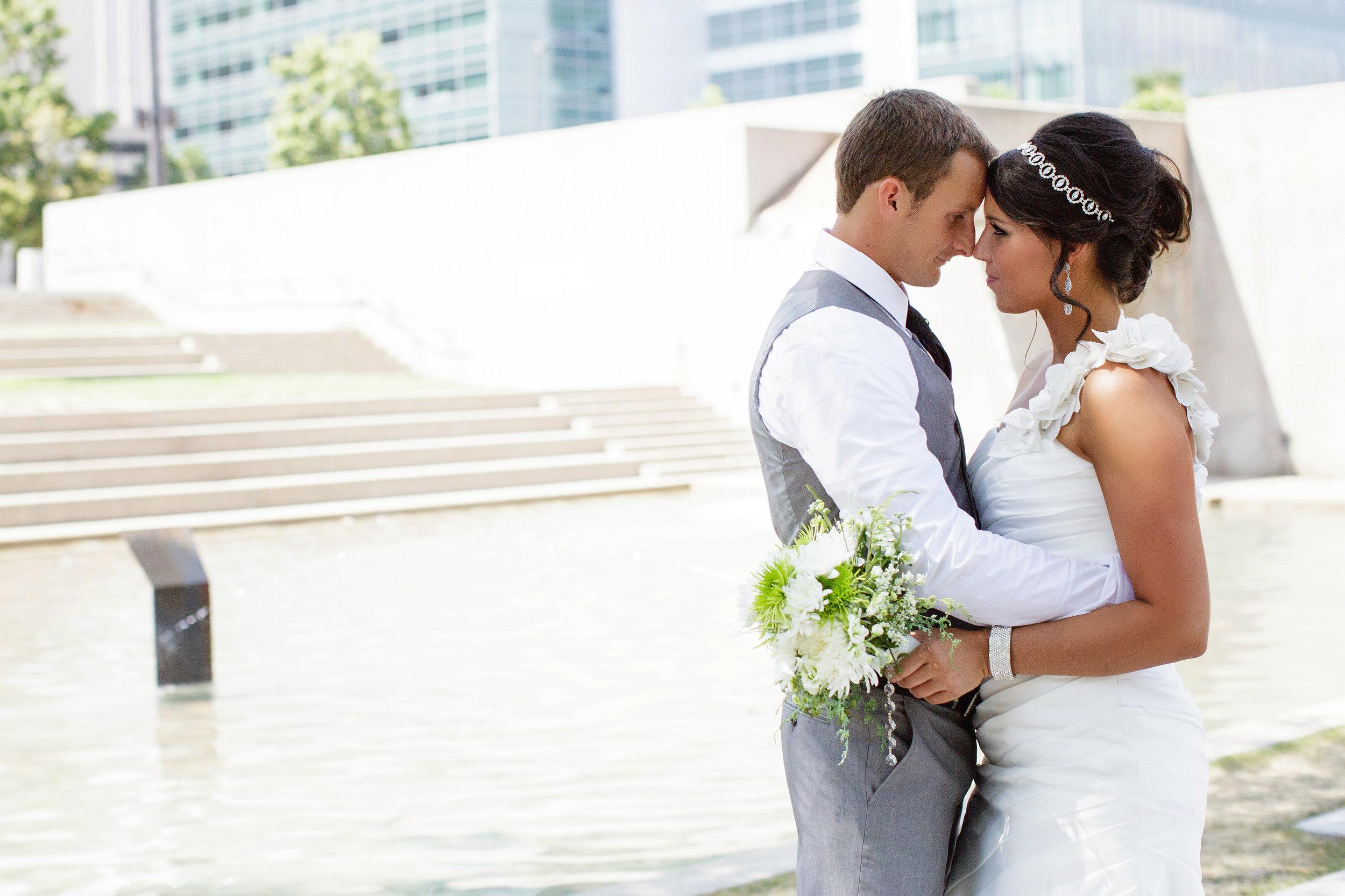 omaha-venue-the-living-room-white-black-downtown-wedding-bridal-portraits-gray-suit