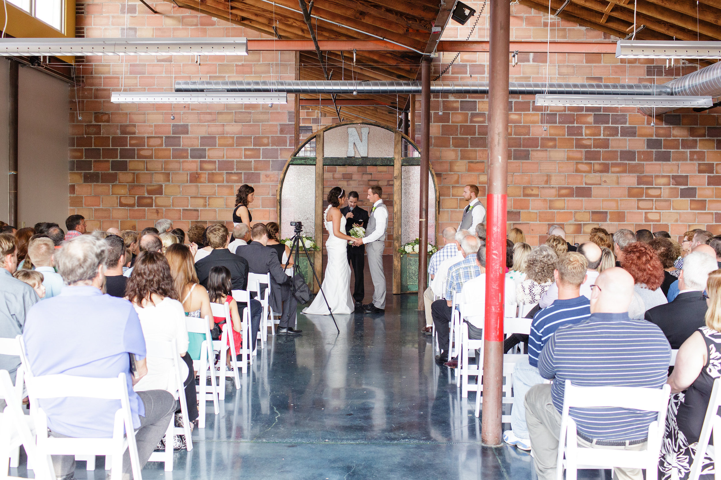 omaha-venue-the-living-room-white-black-downtown-wedding-ceremony-brick-urban-loft
