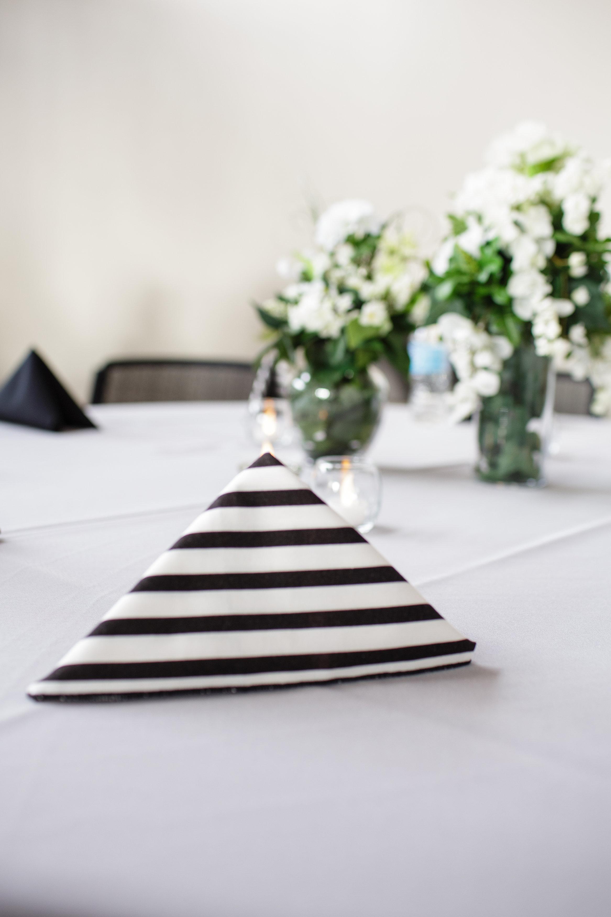 omaha-venue-the-living-room-white-black-downtown-wedding-black-white-strippes-napkins-green-white-centerpieces