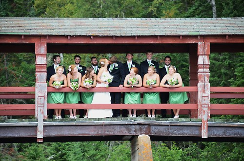 bridal-party-photo-outdoor-bridge-green-dresses
