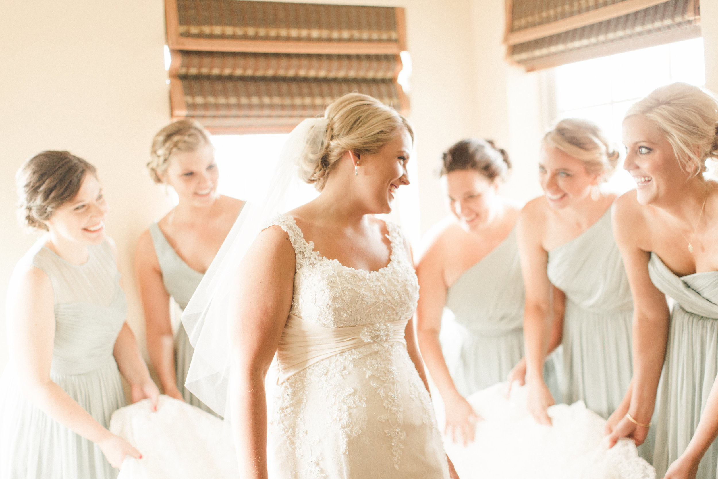 bride-and-her-bridesmaids-getting-ready-photo-white-dress-green-bridesmaids-dress