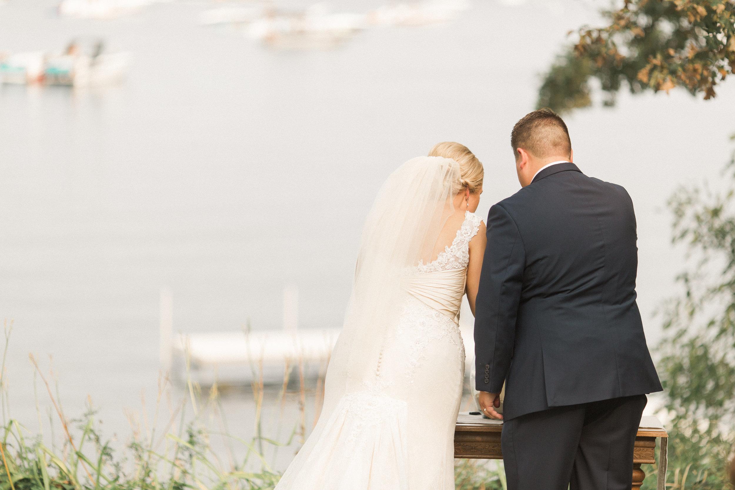 iowa-wedding-ceremony-outdoor-unity-ceremony-with-a-lake-view