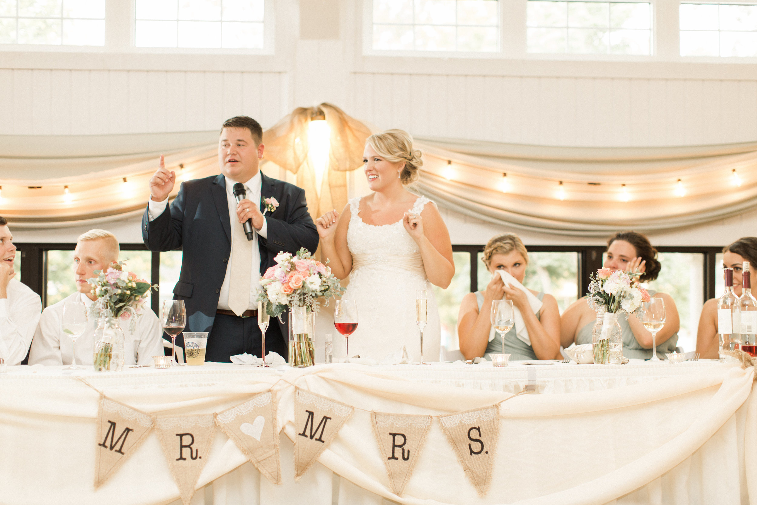 bride-groom-toast-white-pink-burlap-headtable