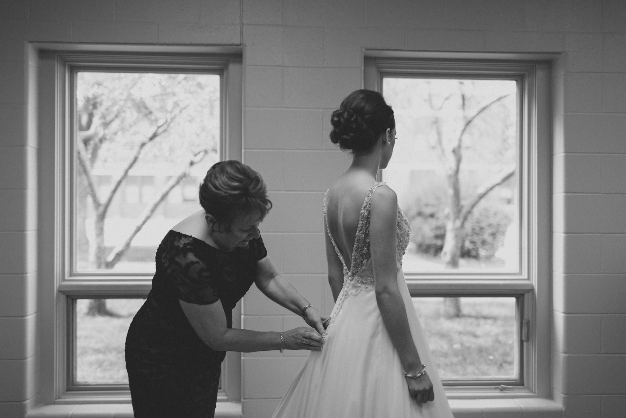 iowa-venue-fort-dodge-church-ceremony-bride-getting-ready