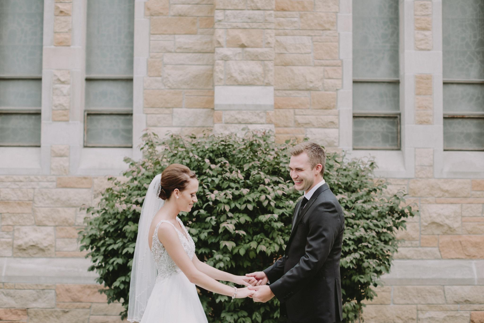 iowa-venue-fort-dodge-church-ceremony-sleeveless-dress-first-look