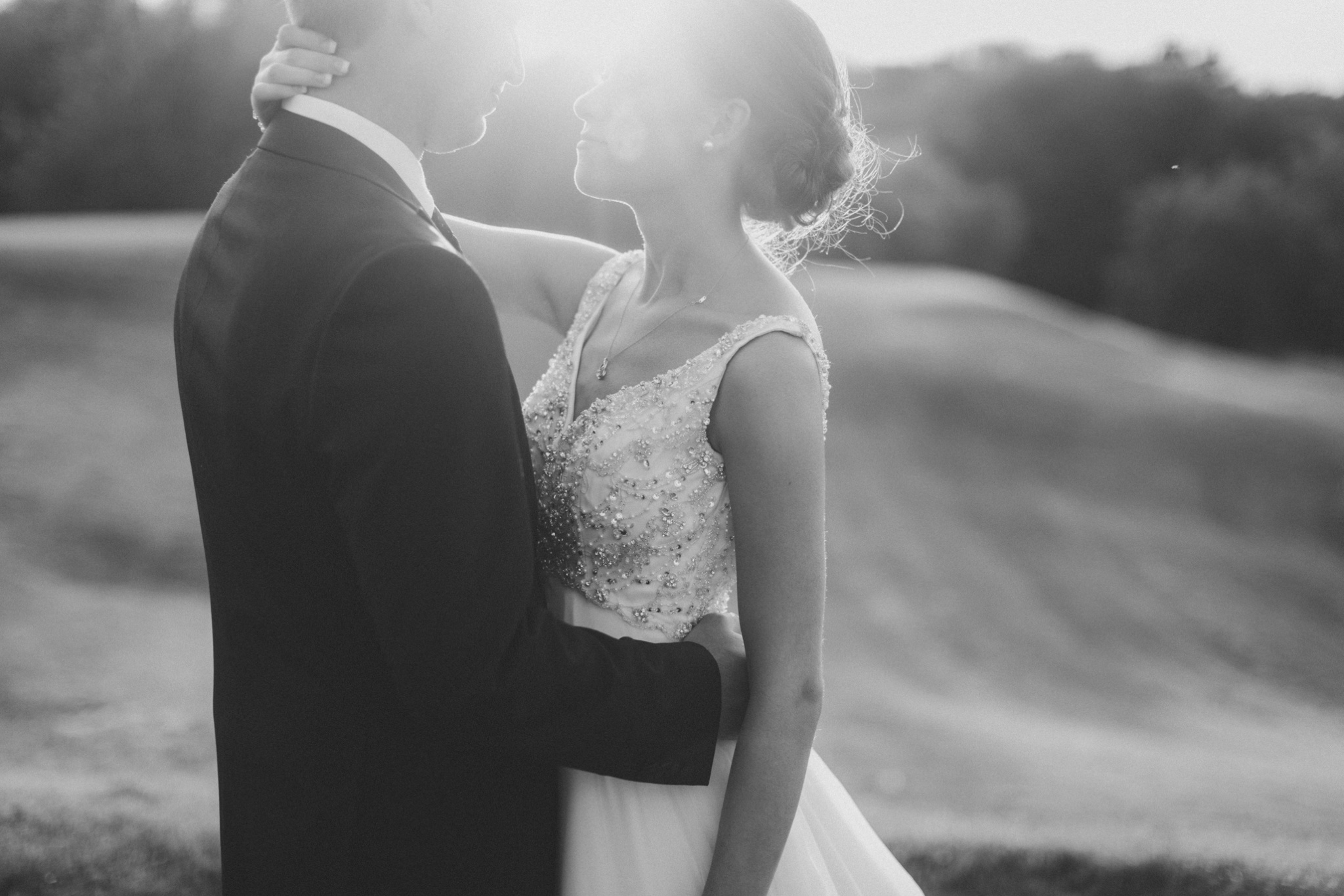 iowa-venue-fort-dodge-willow-ridge-golf-course-golden-hour-bride-groom-portraits