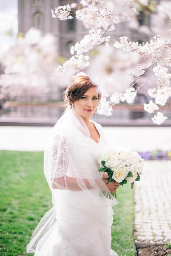 Elegant-Bridal-Portrait-From-Shannon-Elizabeth-Photography-600x900.jpg