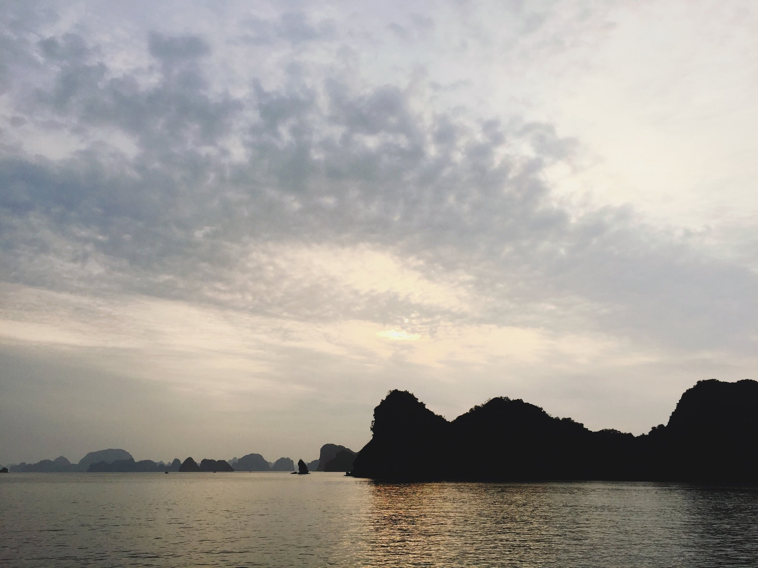 halong-bay-vietnam-trip-onmyway.JPG