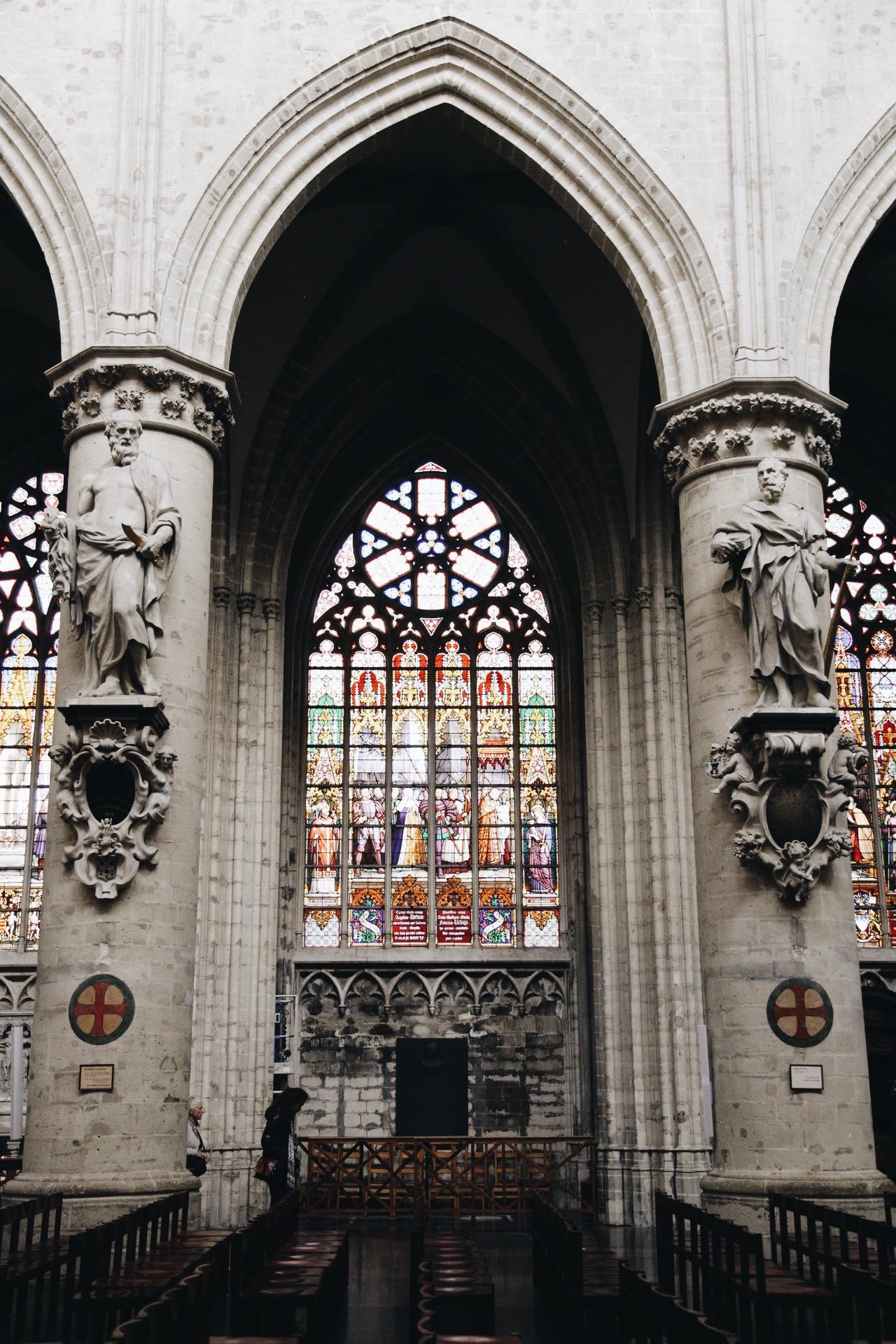 bruxelles-cath-interieur.JPG