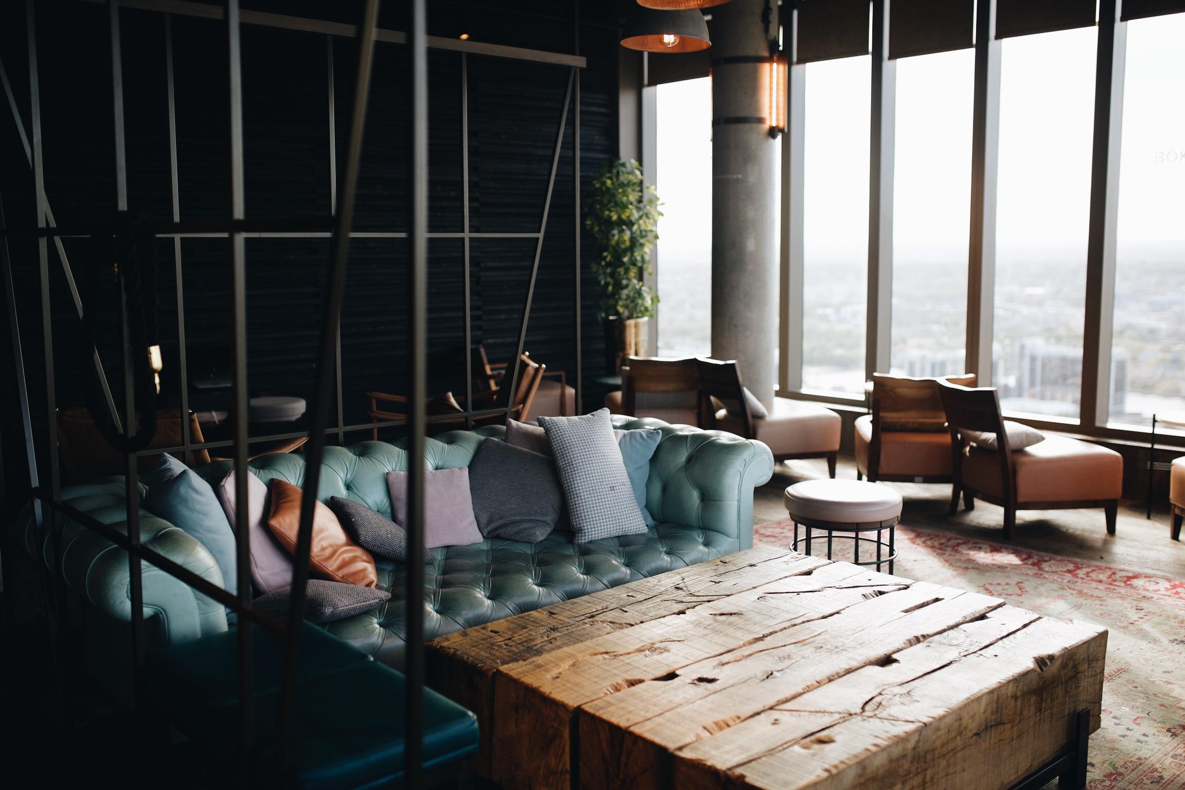 Le magnifique salon du 38ème étage du Novotel Canary Wharf