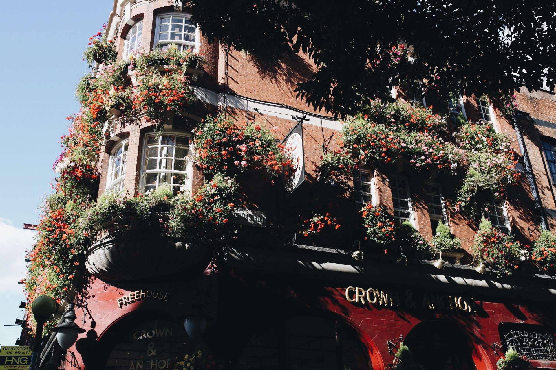 pub-crown and anchor.JPG