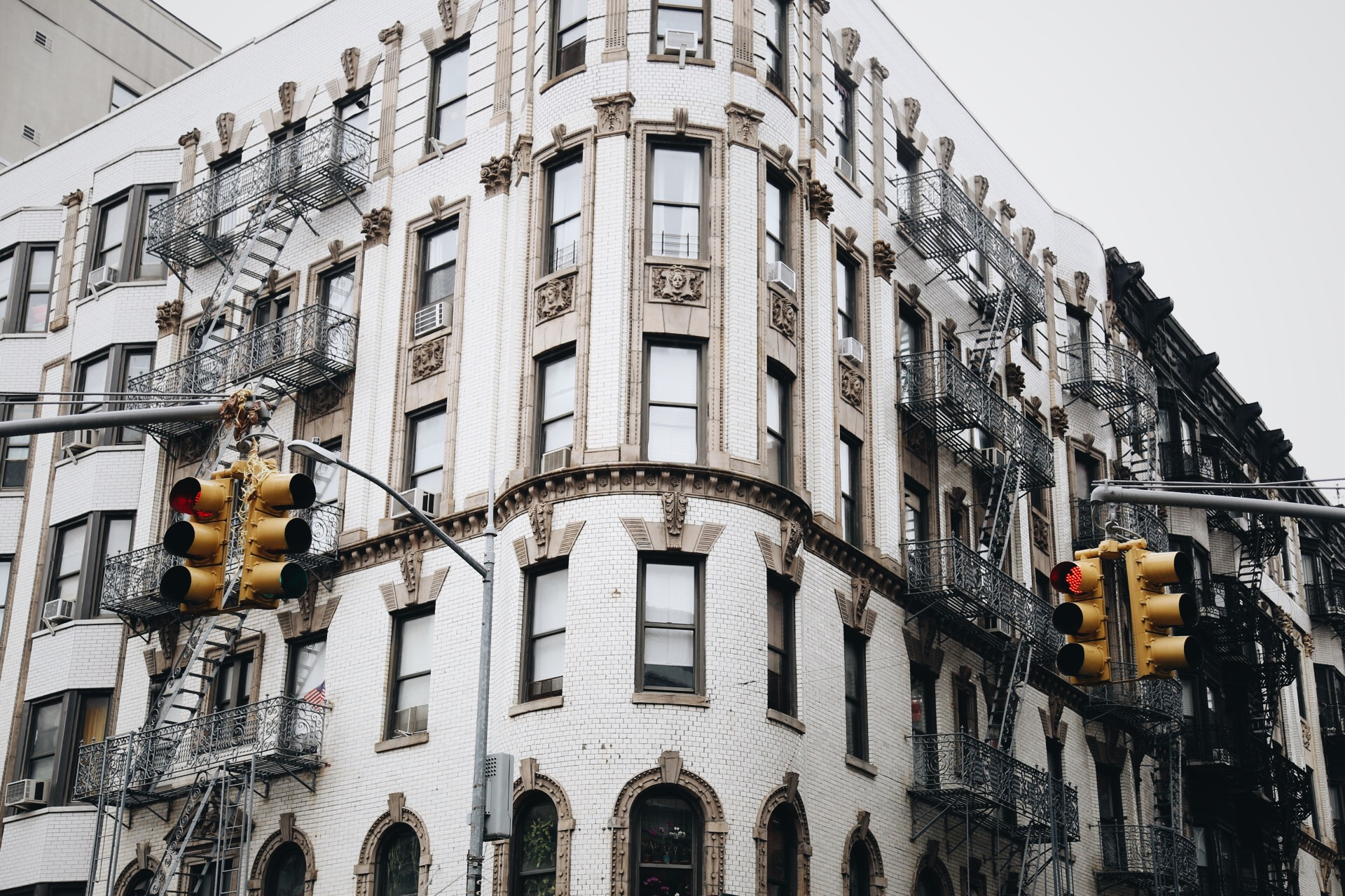lowereastside-tenement-newyork.JPG
