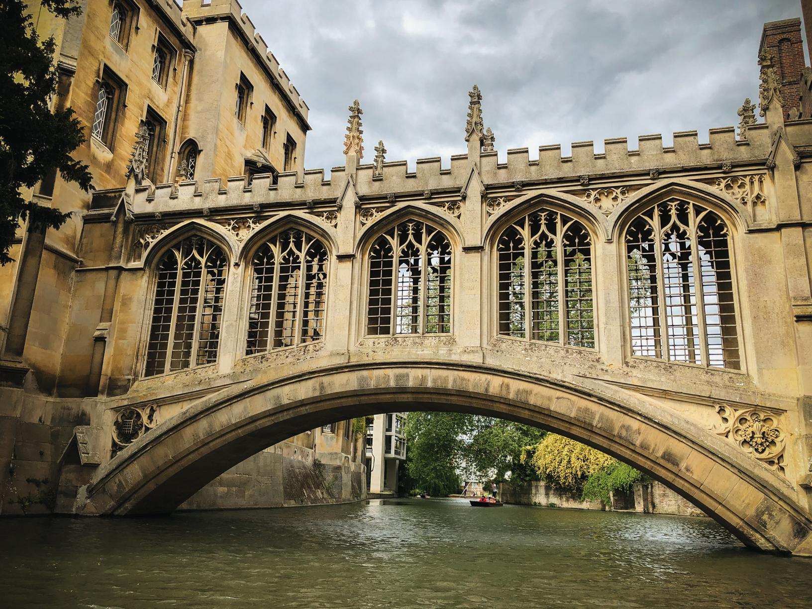 Punting-in-Cambridge-bridge-of-sighs.jpg