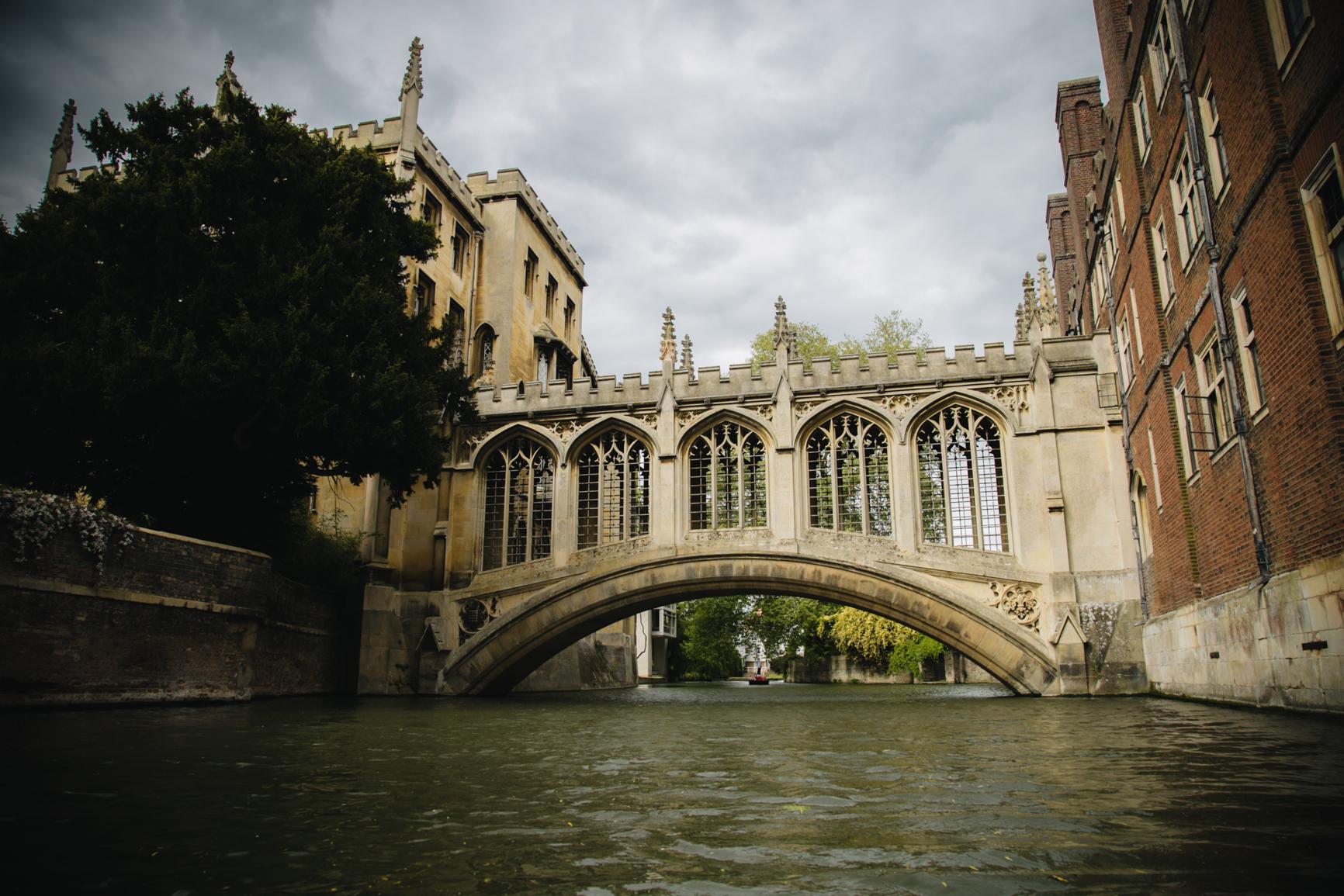 Punting-in-Cambridge-bridge-sighs-travel.jpg