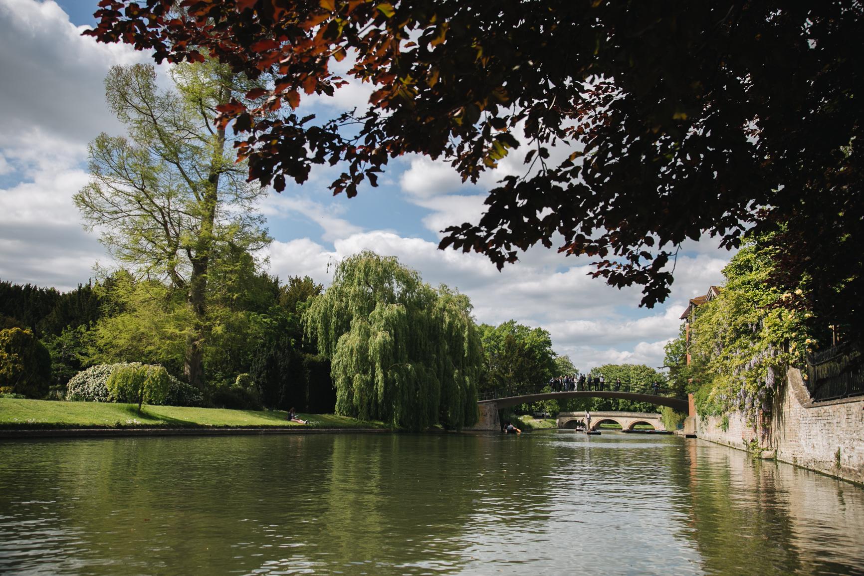 Punting-in-Cambridge-nature-voyage.jpg