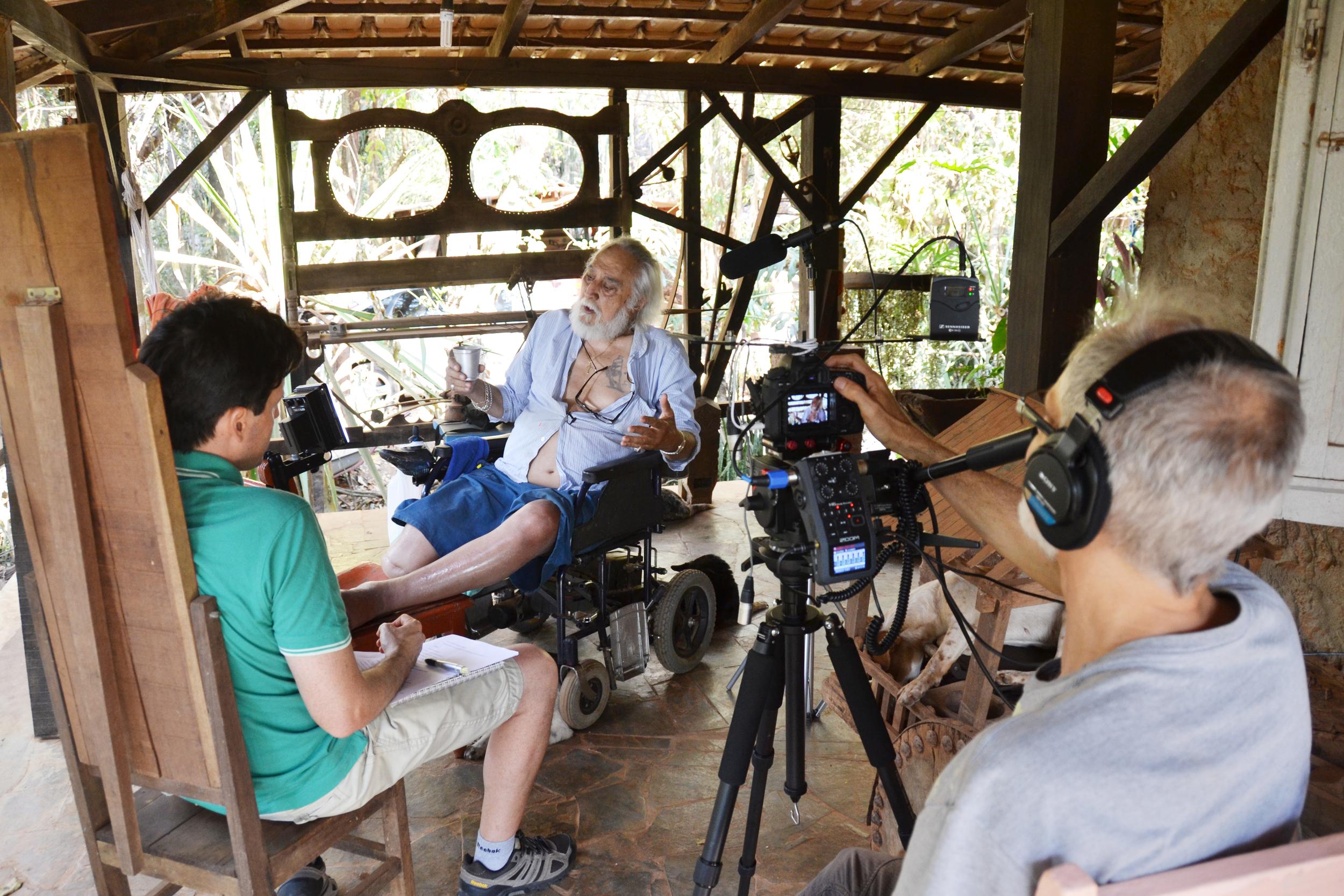 Durante o primeiro dia de gravação o jornalista Gustavo Porpino colaborou com o documentário entrevistando o Fé Córdula.