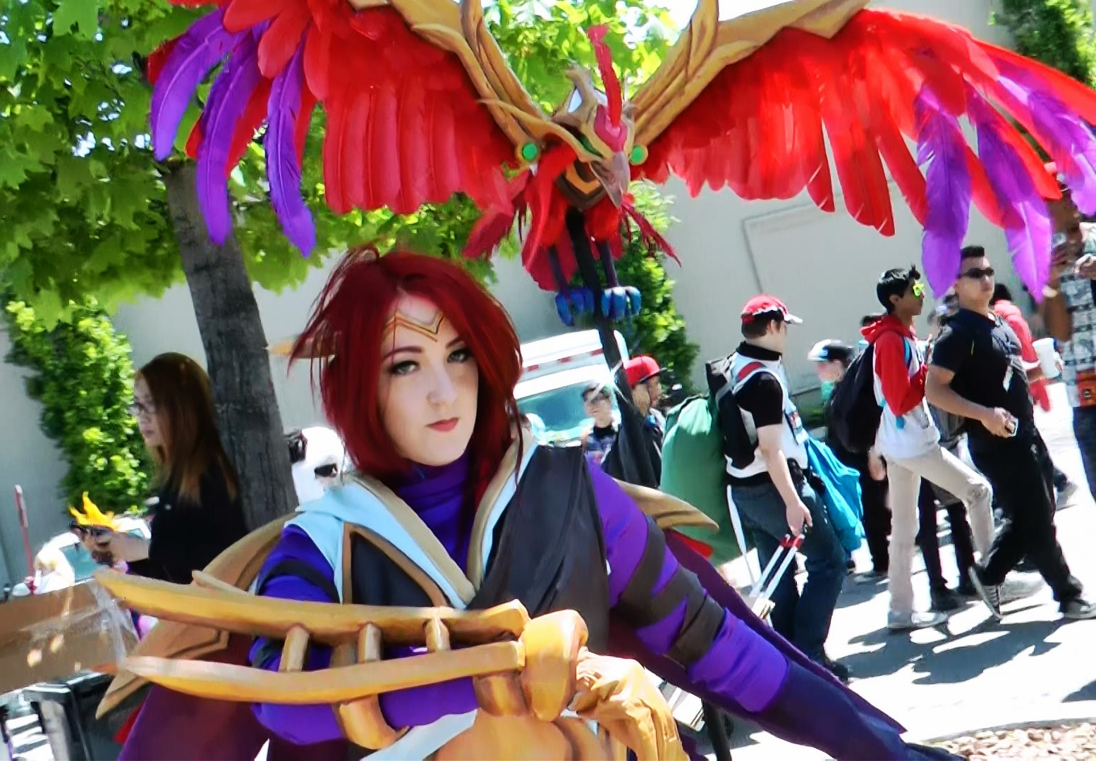 Loved her eagle, she said it took longer than the rest of her costume combined. Quinn's also a champion from League of Legends.