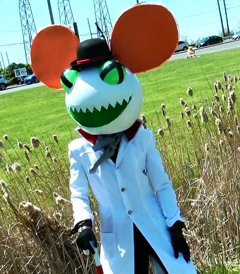 There always seems to be a big mouse head at these conventions. We saw a Darth Maus at Fan Expo that could've been friends with this guy.