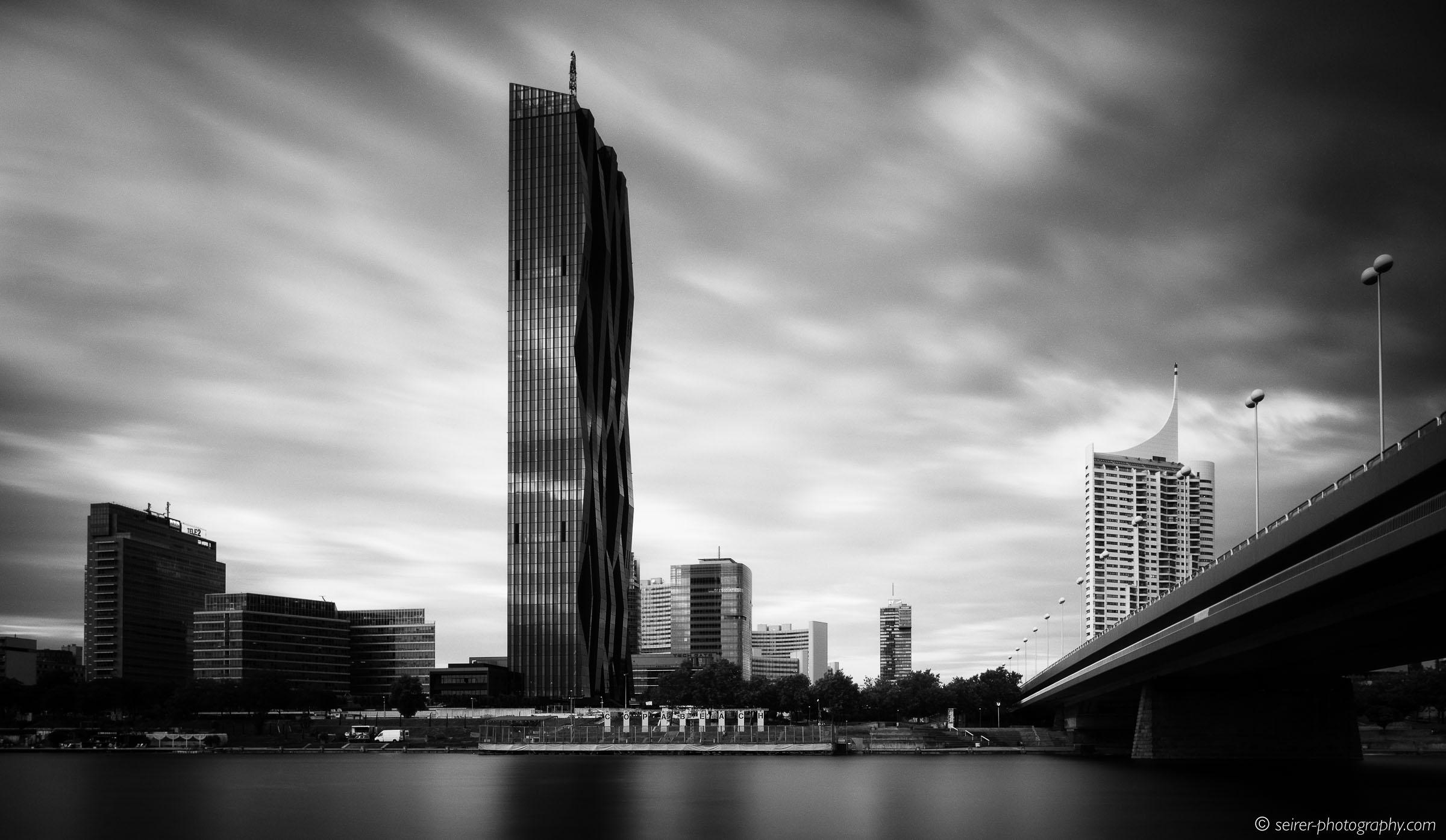 DC Tower von der Donauinsel aus gesehen