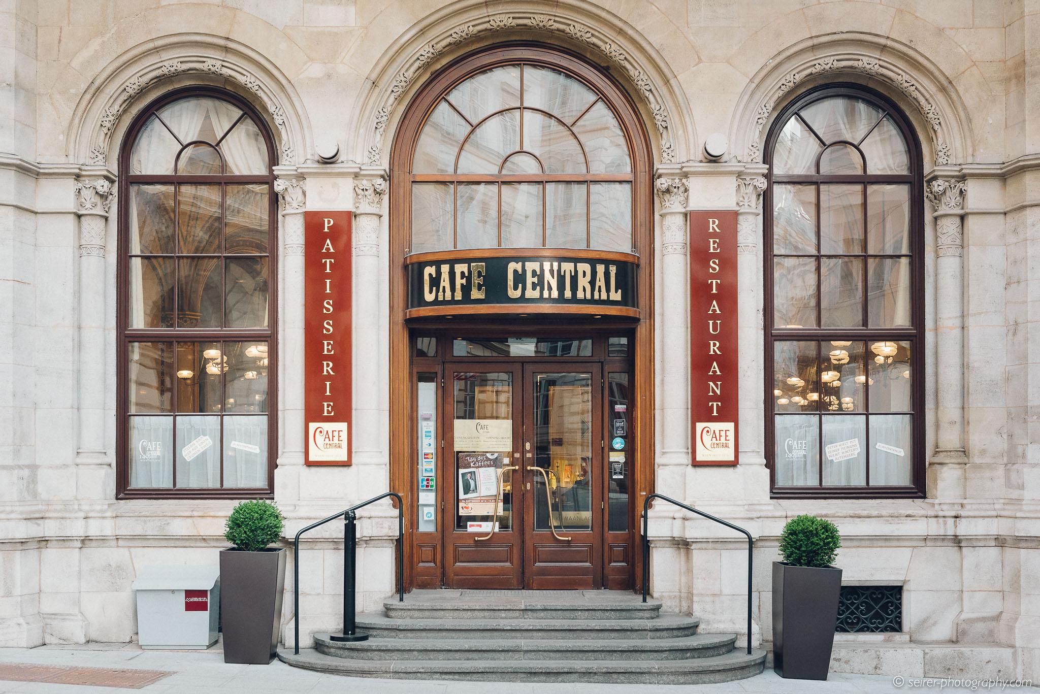 Eingang des Café Central