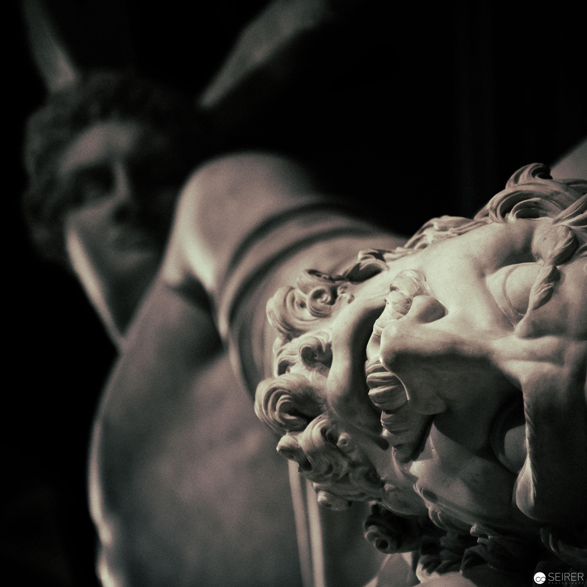 """Marmorgruppe """"Theseus' Kampf mit dem Kentauren"""" auf der Prunkstiege des KHM"""
