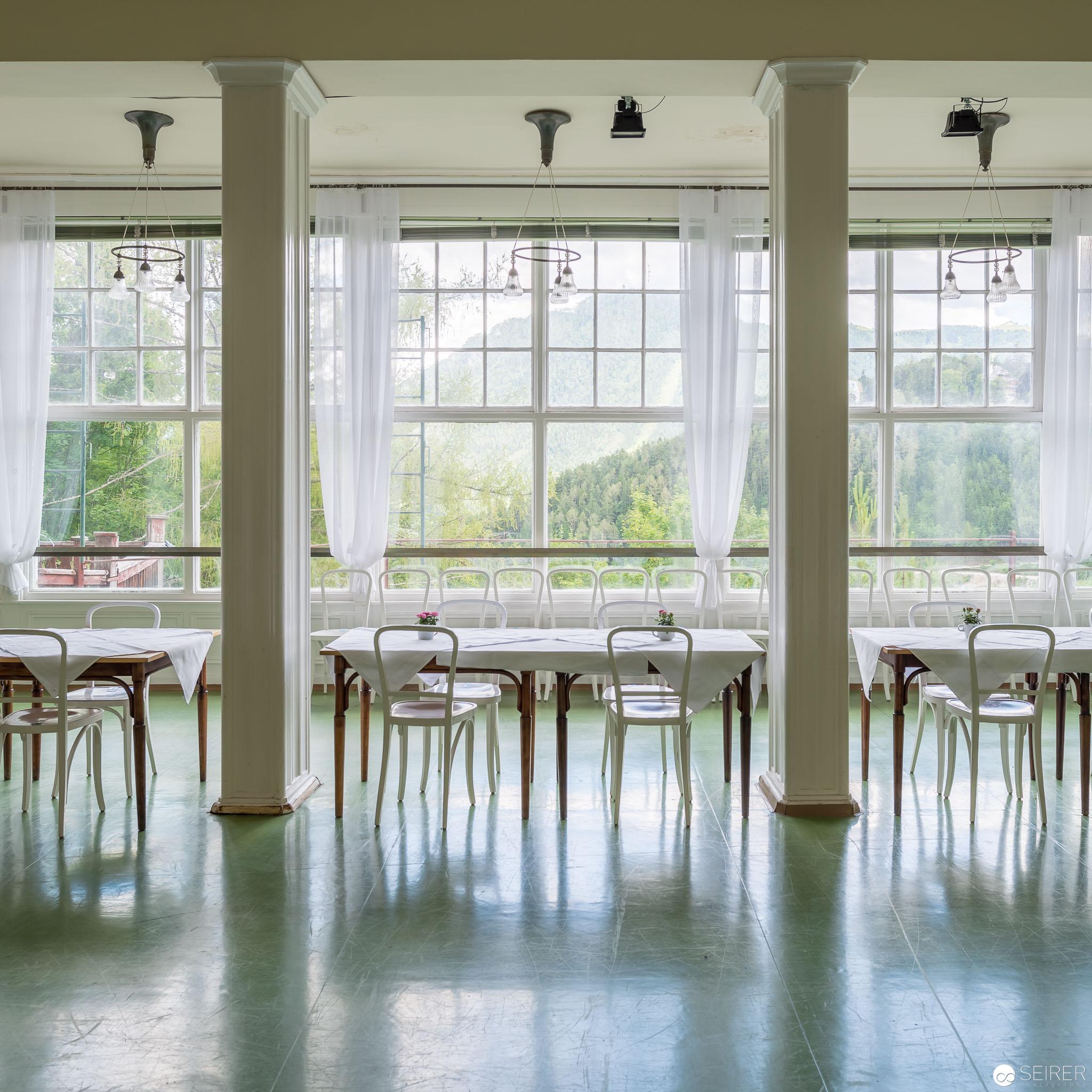 Renovierter Frühstückszimmer im Kurhaus Semmering