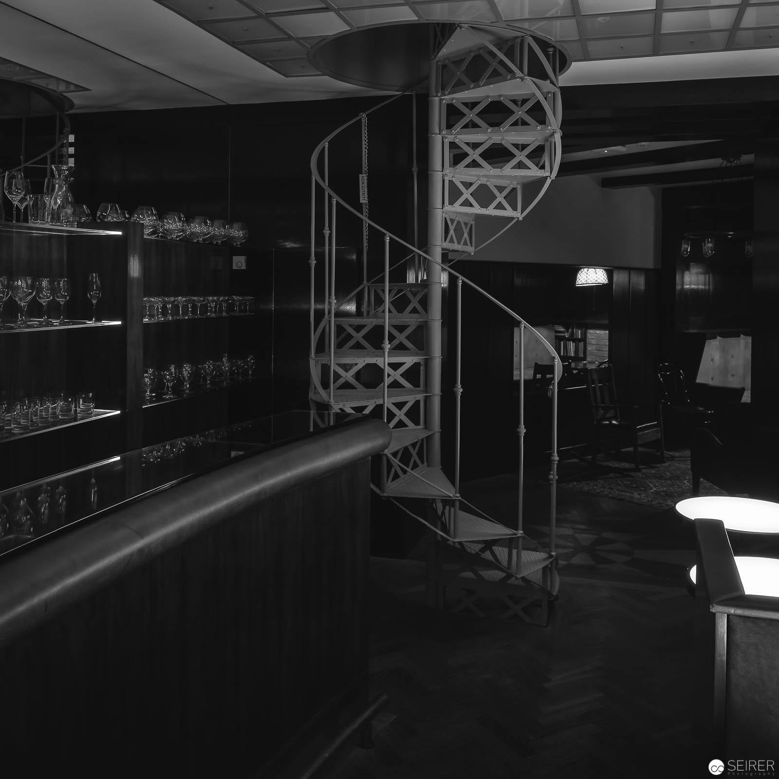 Bar im Untergeschoß des Looshauses