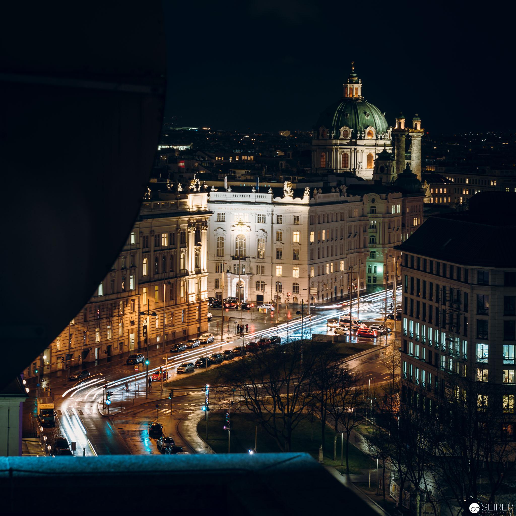 Blick zur Karlskirche vom Dach des InterContinental Wien aus