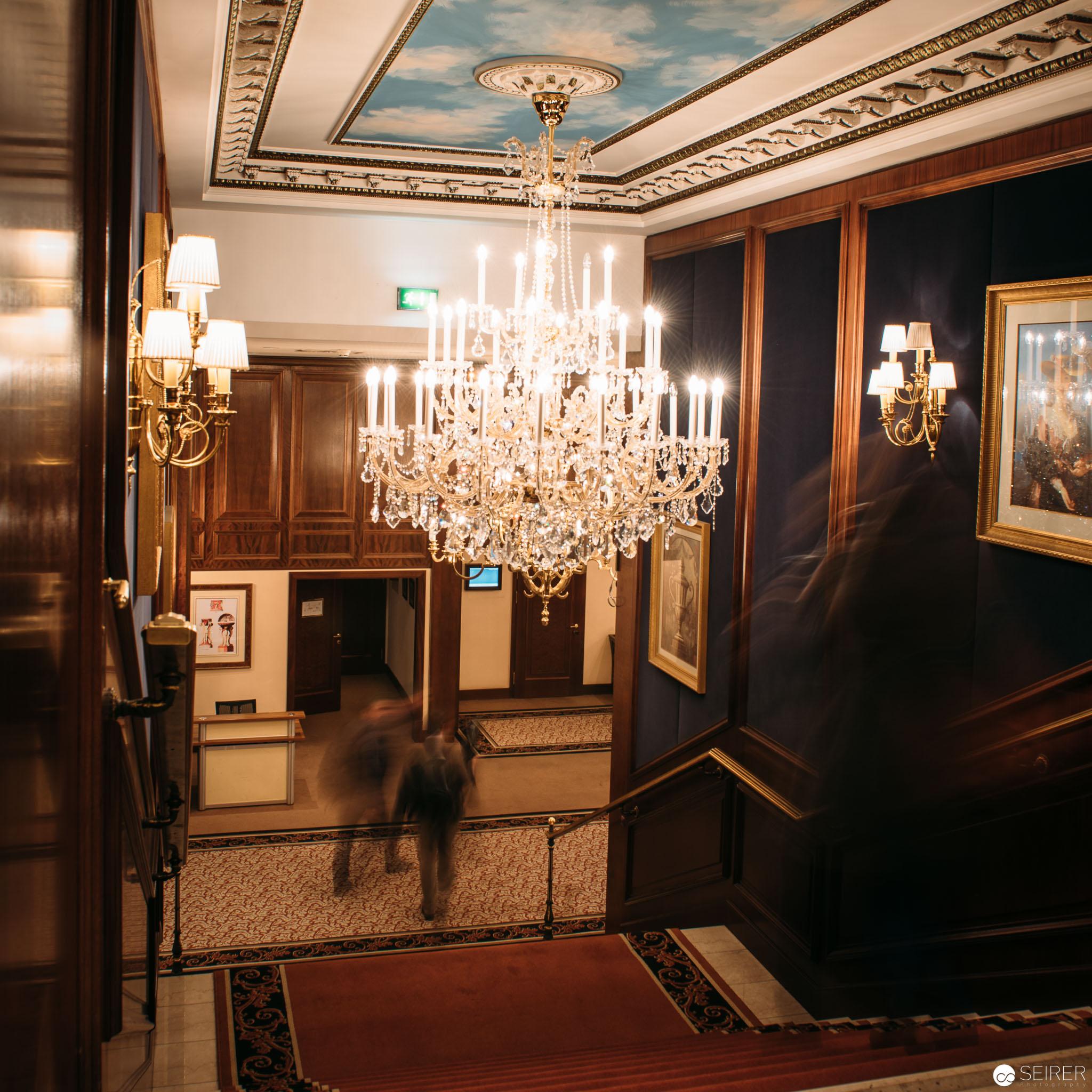 Prunkvolle Stiege von der Lobby im InterContinental Hotel Wien