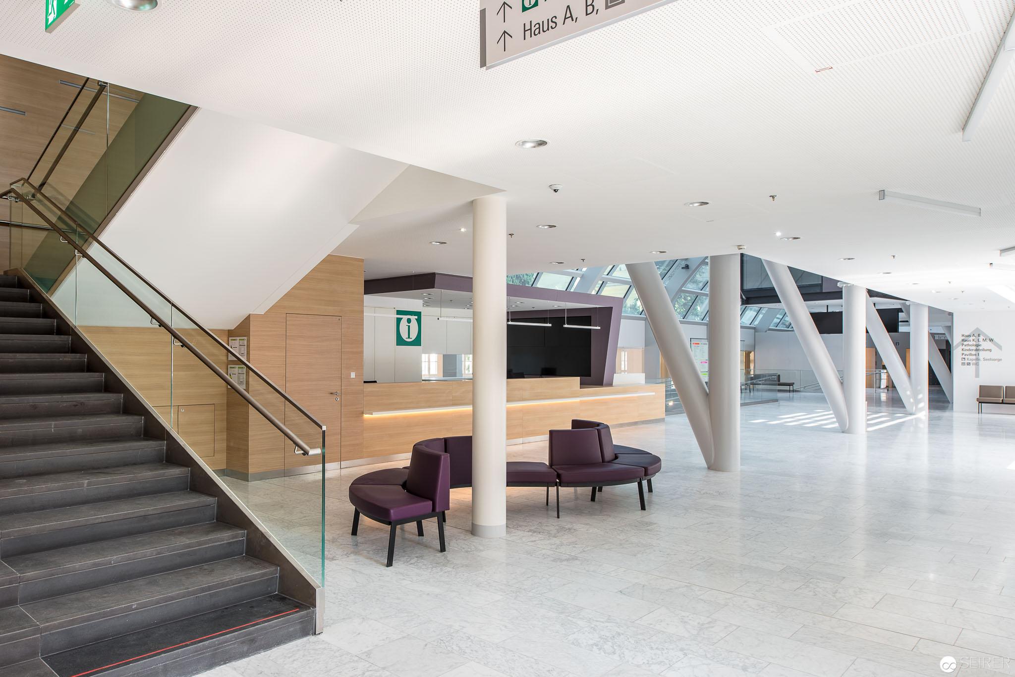 Eingangsbereich von Haus C,Universitätsklinik St. Pölten