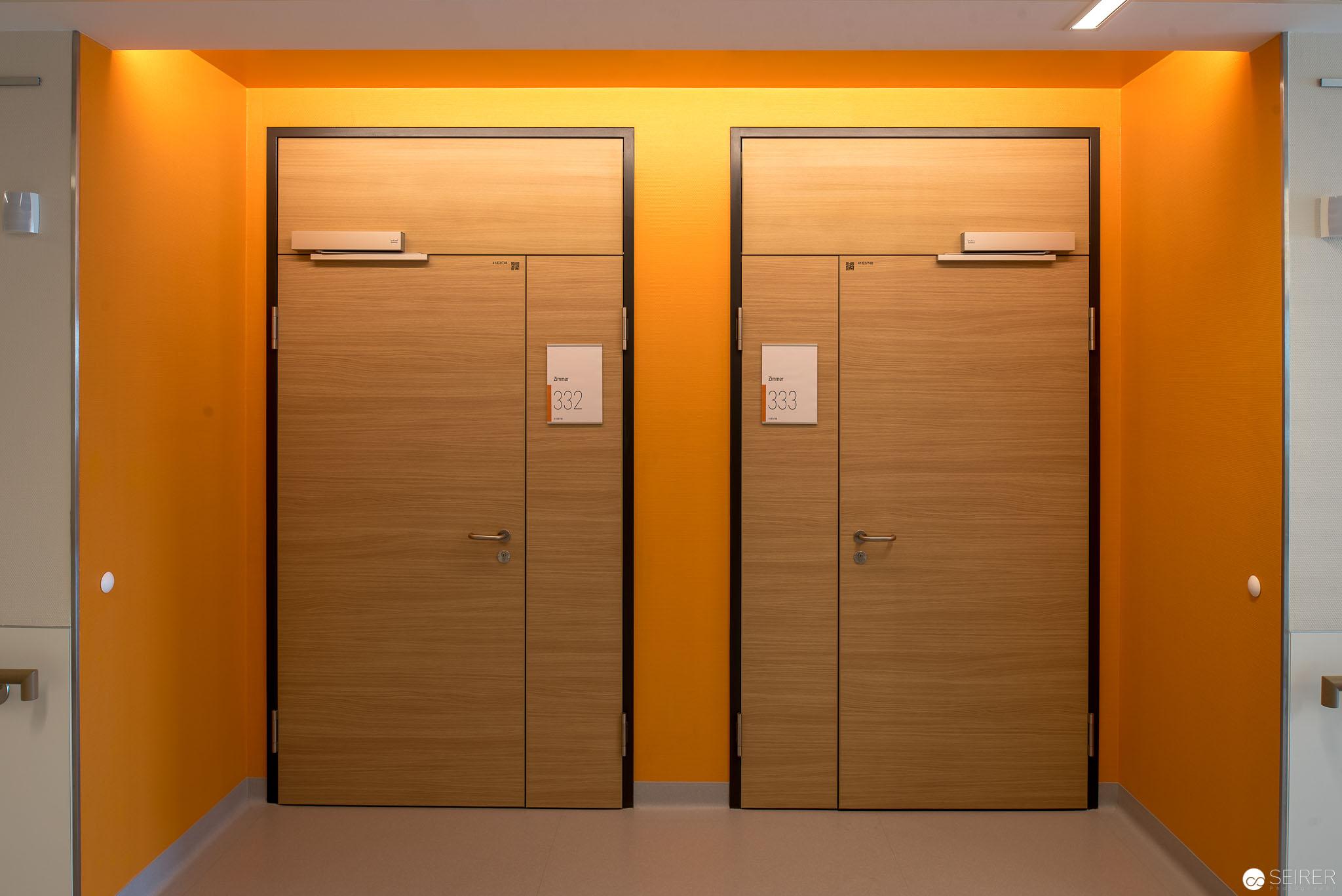 Eingänge zu Zweier- und Viererzimmern,Universitätsklinik St. Pölten
