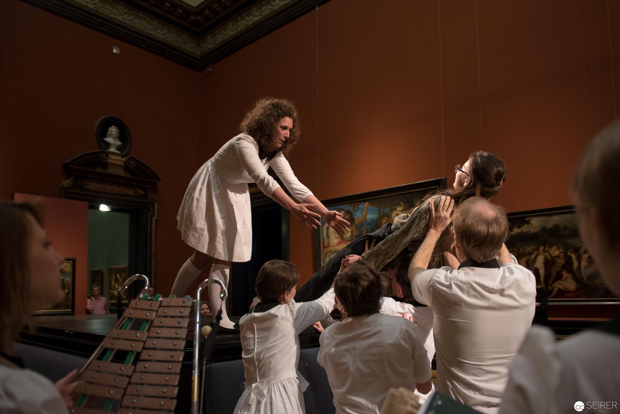 """Szene aus """"Natürlich Übernatürlich"""" mit der Company of Music - Ganymed Nature"""