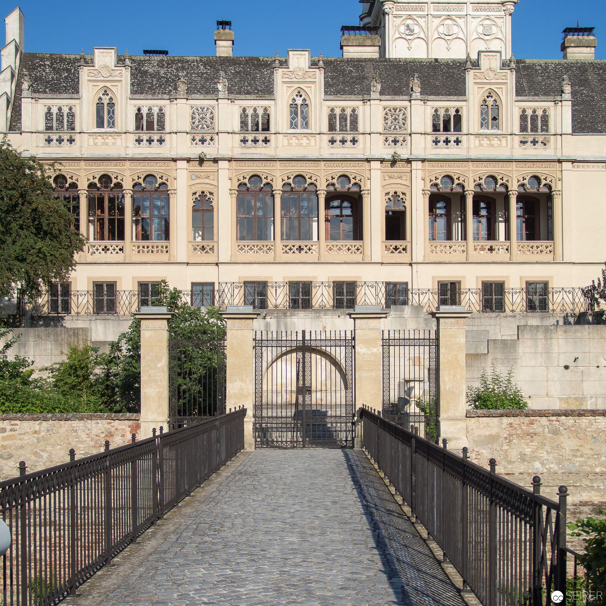 Seiteneingang von Schloss Grafenegg