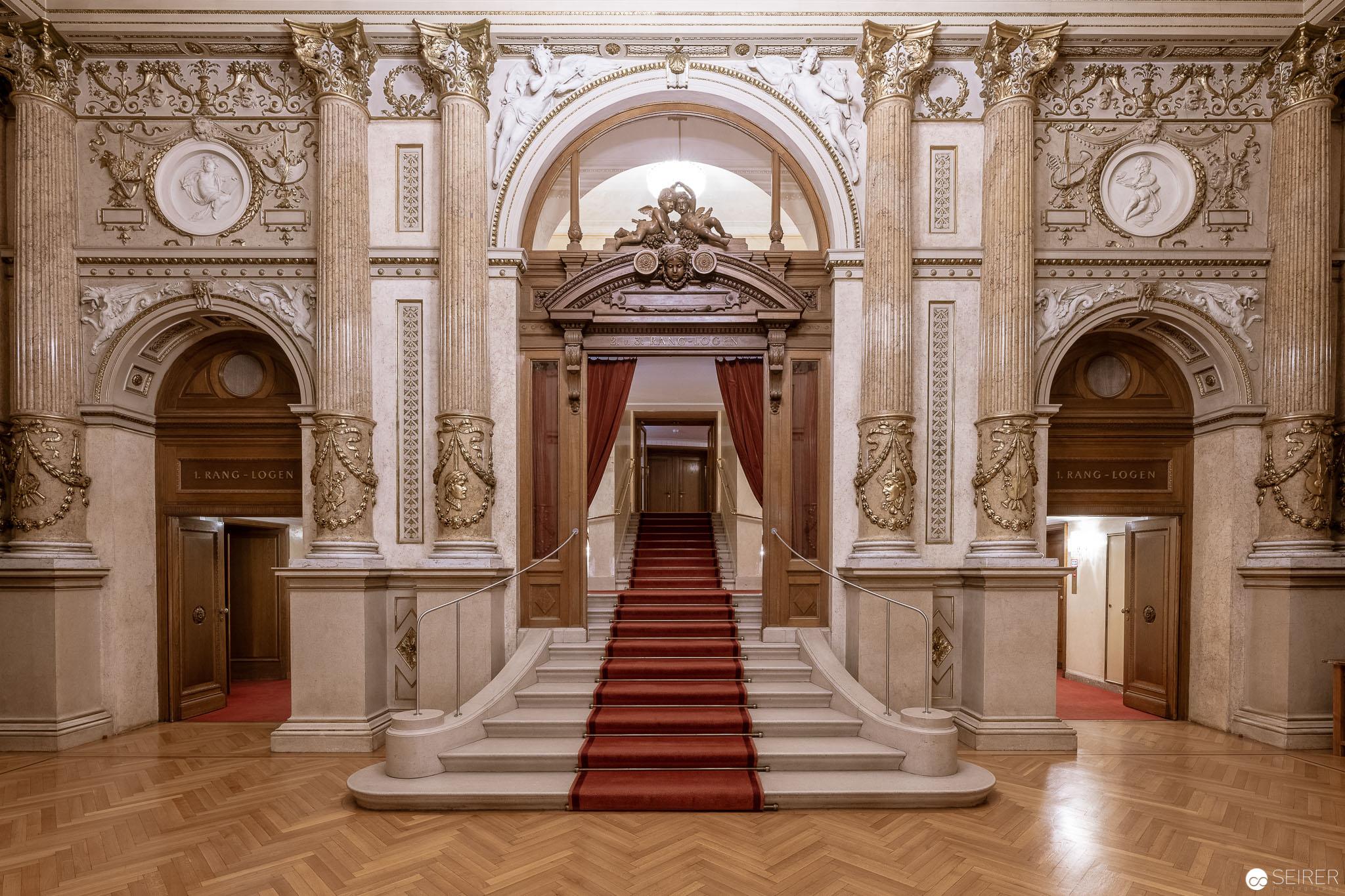 Feststiege im Burgtheater (Architekturfotografie)