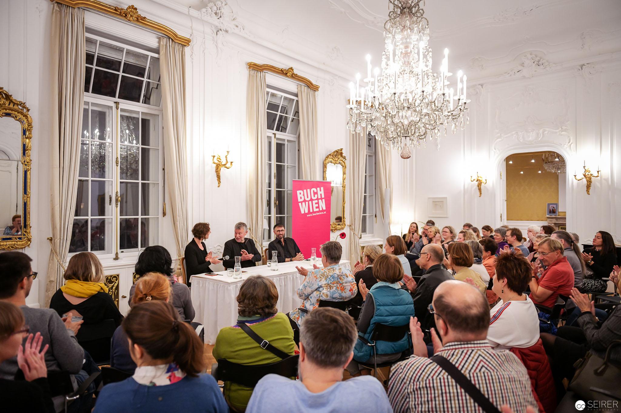 Full House beim Gespräch mit Arne Dahl im Schwedenhaus