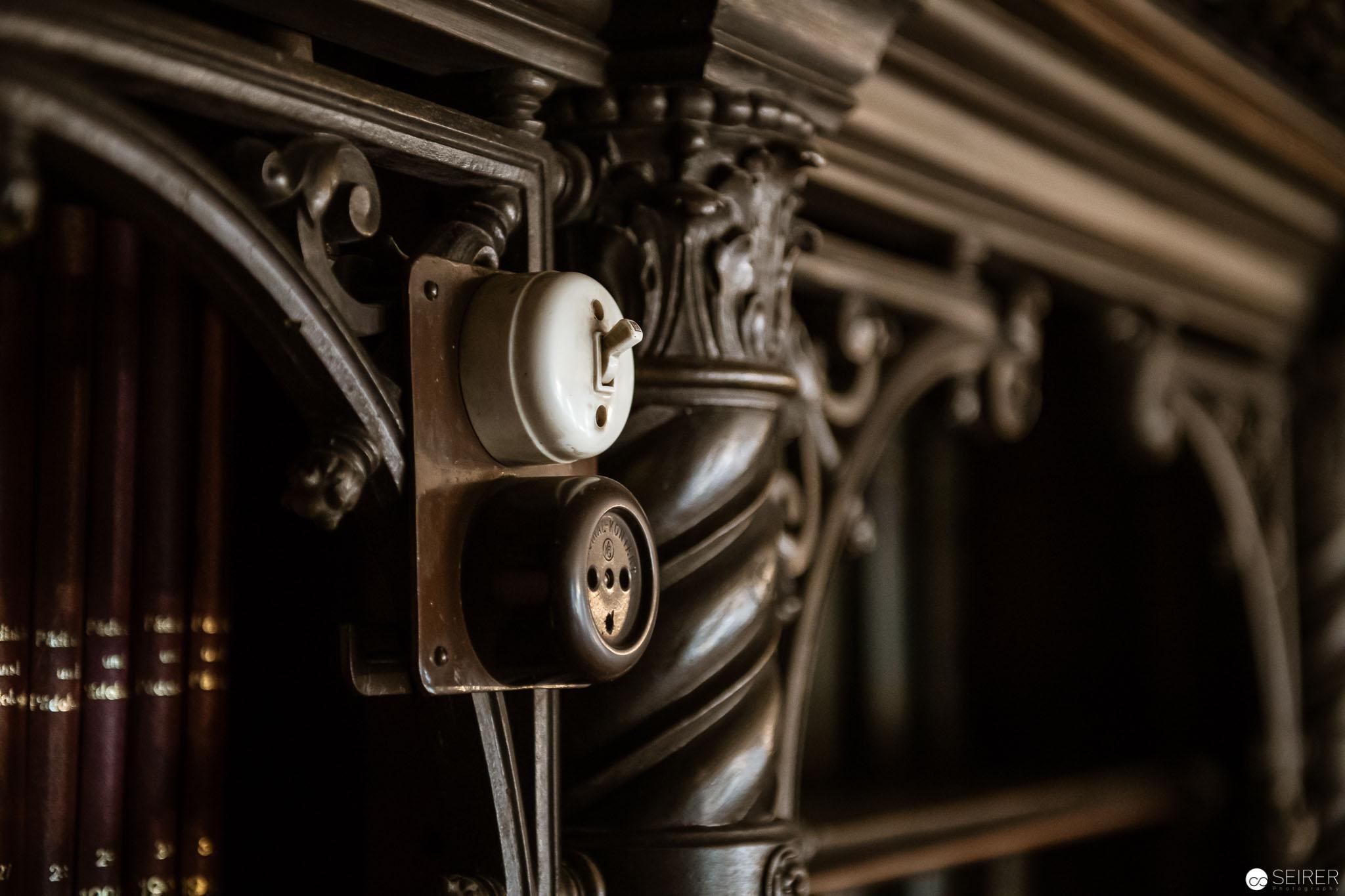 Detail in der Bibliothek im Billrothhaus