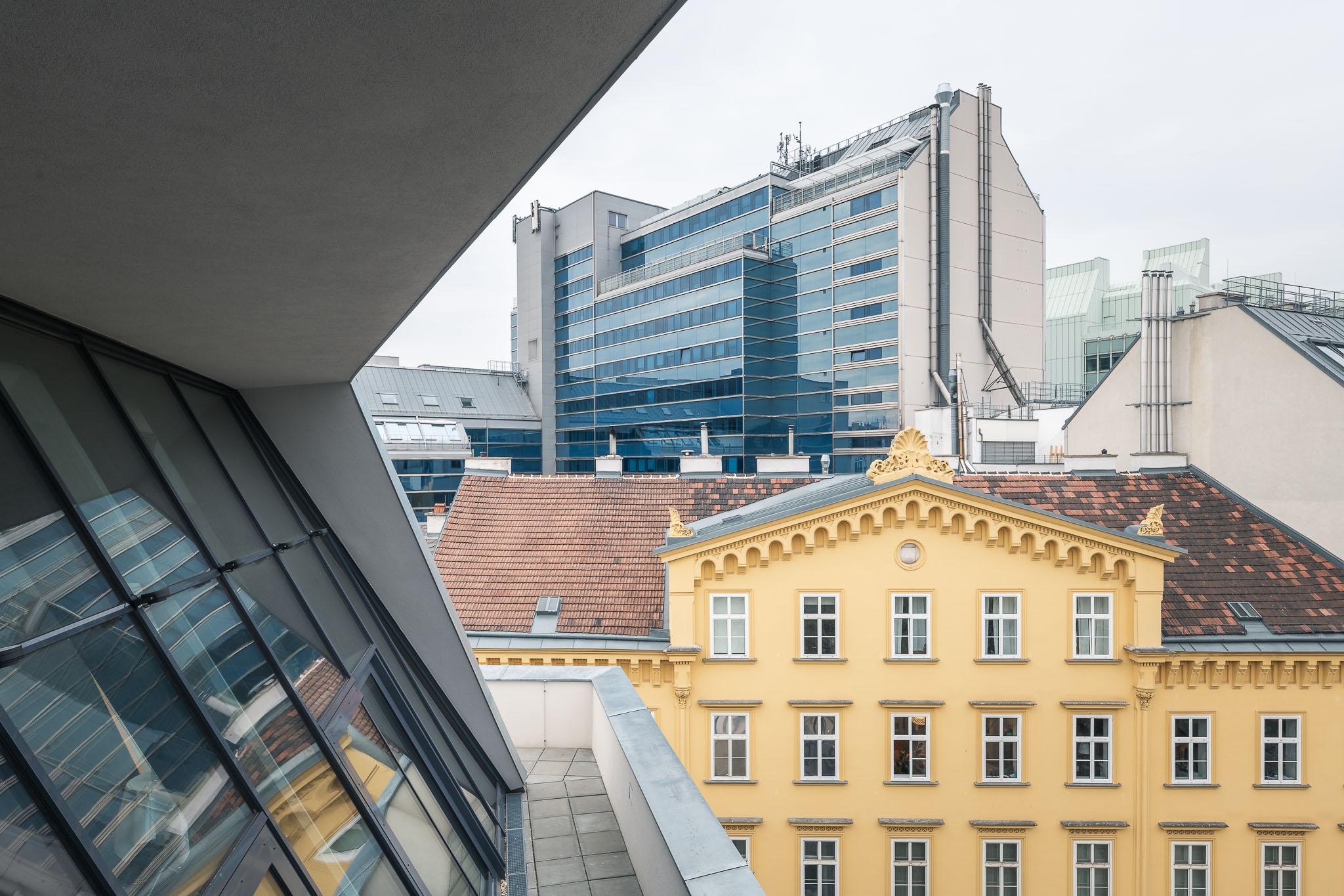 """Ausblick auf die Wiener """"Skyline"""" mit unterschiedlichsten Architekturstilen"""