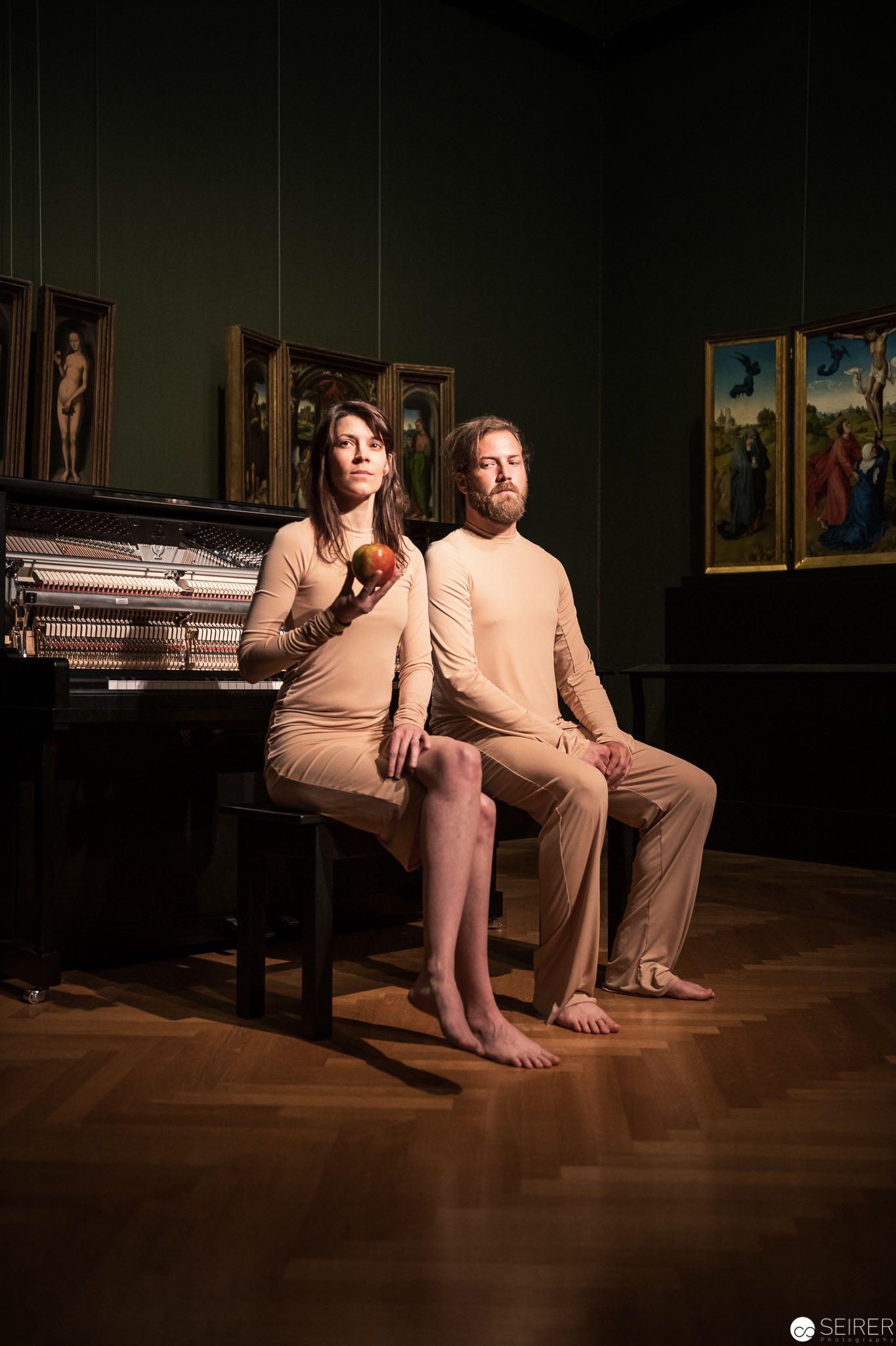 An apple a day, Martin Ptak und Benny Omerzell über Adam und Eva von Hans Memling, es spielen Martin Ptak und Verena Zeiner