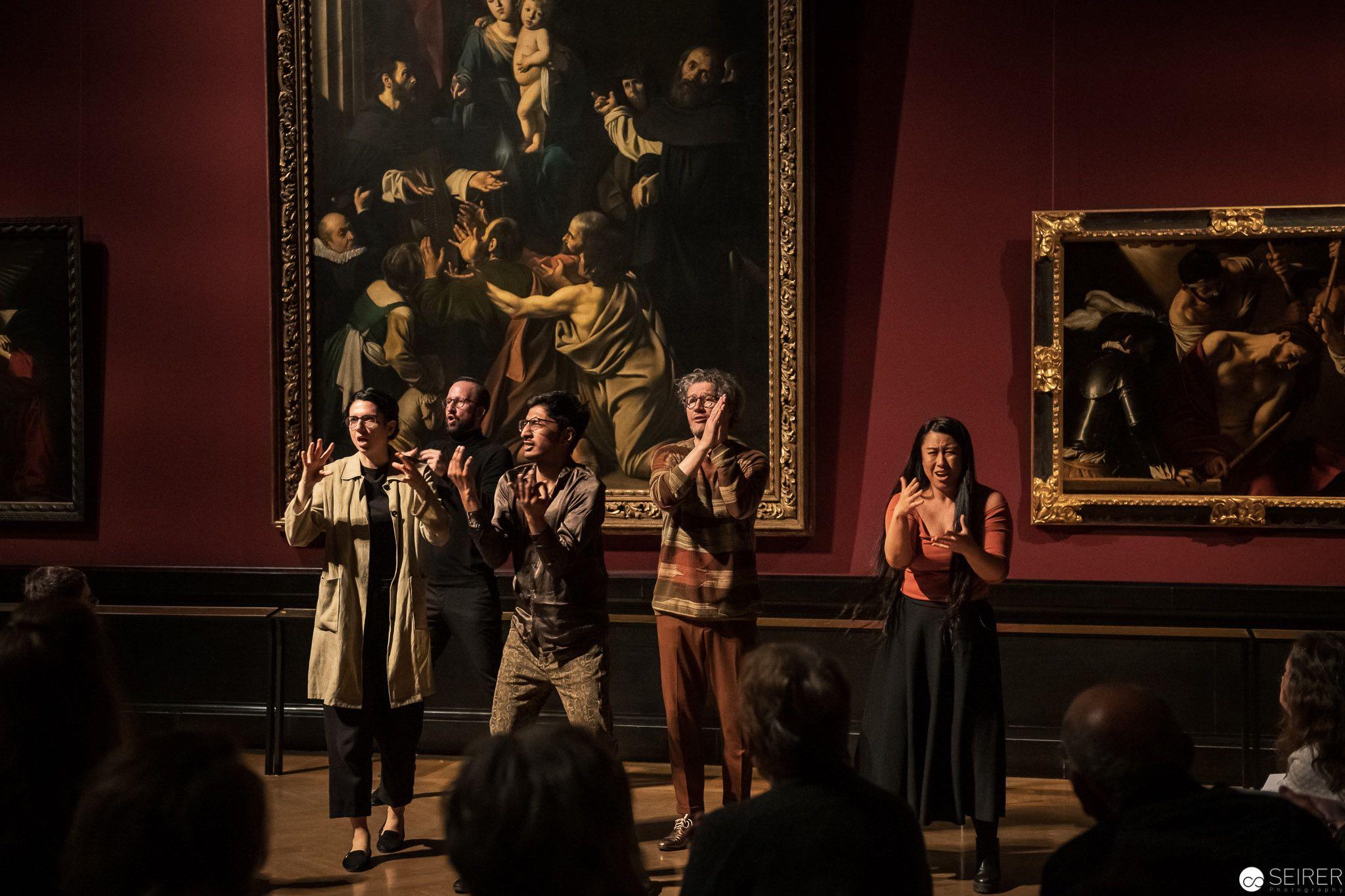 Die Hände, Jean Philippe Toussaint über die Rosenkranz Madonna von Caravaggio, es spielen Eva Böhm, Max Brandl, Alice Hu, Arun Mariavilasm und Christian Nickel