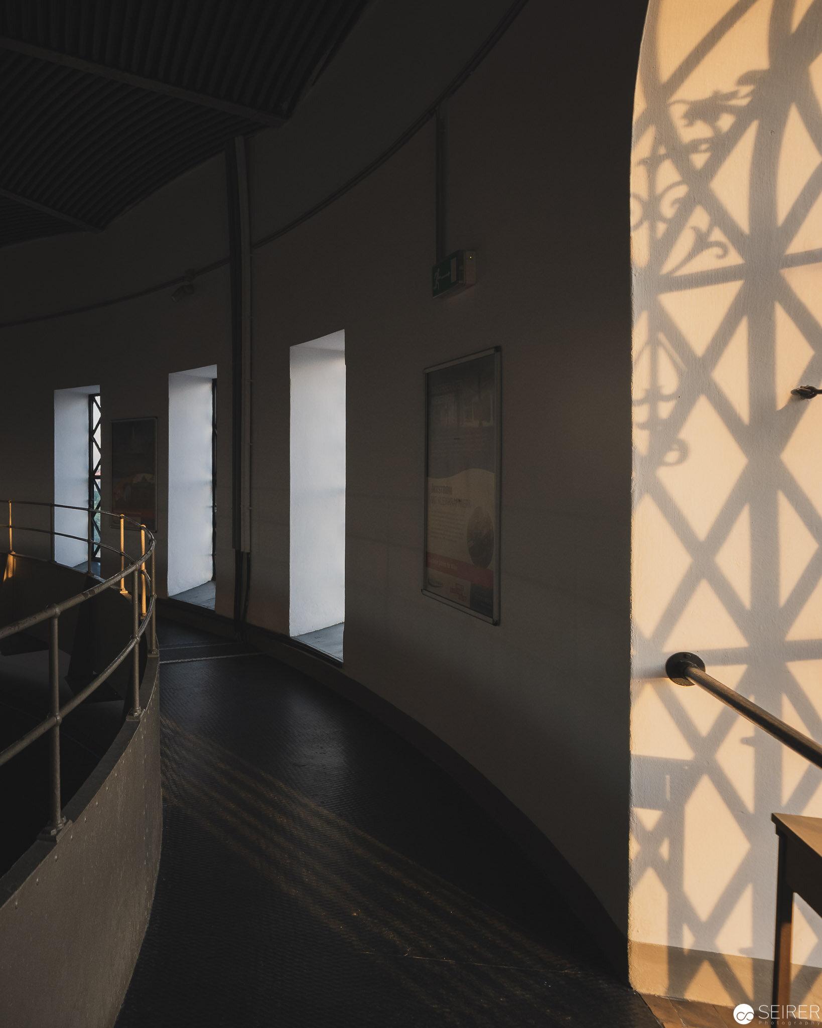 Spannende Schattenspiele kurz vor Sonnenuntergang - Wasserturm Favoriten