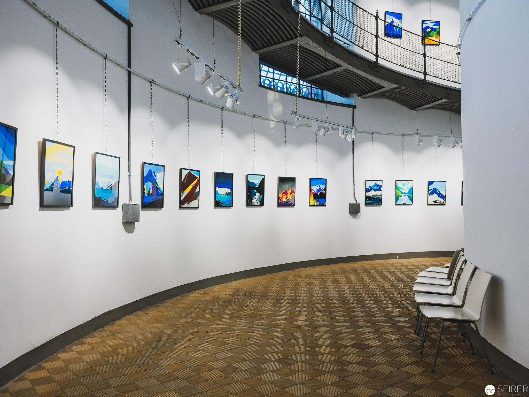 Im unteren Bereich sind laufend Kunstausstellungen zu besichtigen.