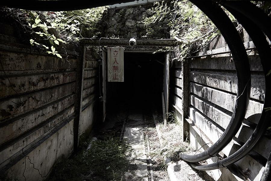 源水は滋賀県岩間山の長石鉱山から