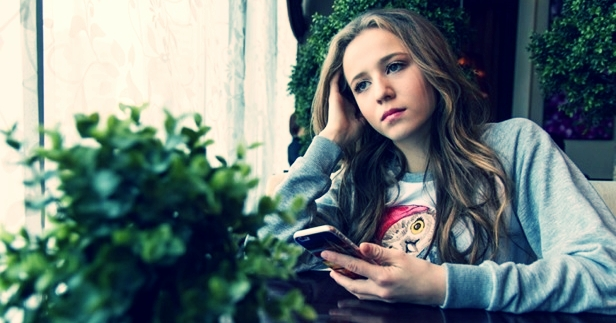 Are You Noticing Behavior & Mood Changes in Your Teen? - Don't Ignore the Early Signs, Consult With A Teen Therapist.