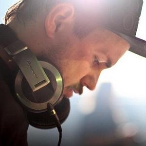 DAMIAN HIGGINS  DJ